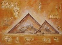 Pyramiden by Elke Sommer