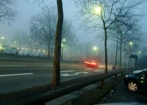 Straße im Novembernebel von Lucie Gordon