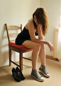 Melody im Minikleid auf dem Stuhl by val-mont