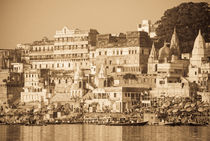 Morning at Ahilyabai Ghat in Sepia von Russell Bevan Photography