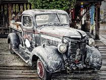 Antique car  von Arther Maure