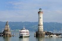 Lindau Hafen mit Leuchtturm und Schiff - Bodensee Deutschland by Matthias Hauser