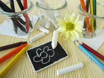 Buntstifte, Wachsmalstifte und Kreide für Kinder von Heike Rau