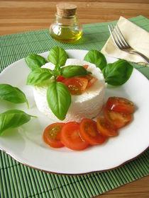 Ziegenfrischkäse mit Tomaten und Basilikum by Heike Rau