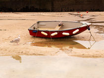 Red Dinghy von Louise Heusinkveld