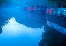 Misty Morning on the Grand Union Canal von Louise Heusinkveld