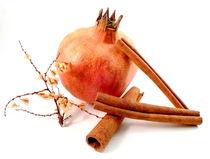Granatapfel mit Zimtstangen von Kerstin Runge