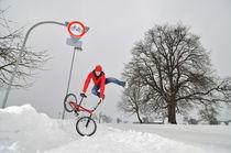 BMX Flatland im Schnee im Winter by Matthias Hauser
