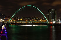 Millennium Bridge at night by Dan Davidson