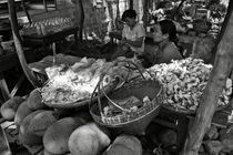 Burmese market BW by RicardMN Photography