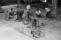 Bicycle repair in Amarapura by RicardMN Photography