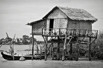 A palafito in the Irrawaddy River von RicardMN Photography