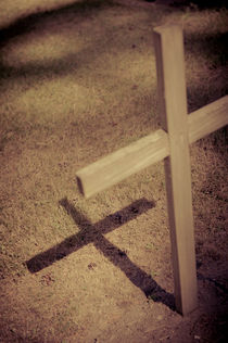 Cross and shadow von Lars Hallstrom