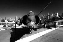 Jet in City mono  von Rob Hawkins