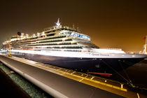 Cunard Queen Victoria im hamburger Hafen by Marten Bornhöft