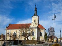 Gelbe Kirche in Tschechien by Gina Koch