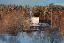 Yellow house in wintry forest von Intensivelight Panorama-Edition