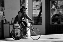 A barefoot cyclist with beard and hat in San Francisco by RicardMN Photography