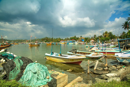 Boats-harbour-mirissa