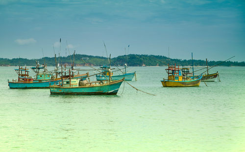 Boats-in-the-indian-ocean