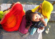 Reisemonster-indien-rajasthan-udaipur-kind-frauen-menschen-kid-women-impressionen006-backup-20130223102839