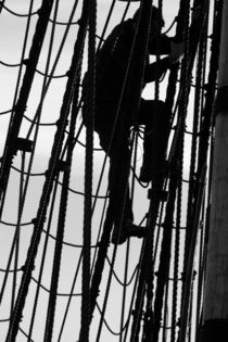 Climbing in the rigging - monochrome von Intensivelight Panorama-Edition
