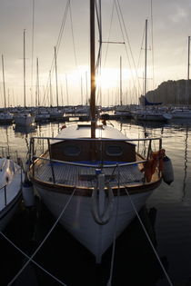 Sailing yacht at sunset von Intensivelight Panorama-Edition