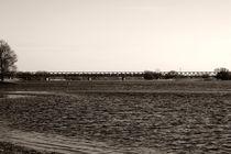 Brücke über dem Fluss by Bastian  Kienitz