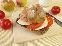 Roggenbrötchen mit Tomate und Mozzarella by Heike Rau