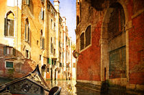 Beautiful water street - Venice, Italy. Photo in old color image style. von Serhii Zhukovskyi