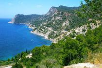 Steilküste an einer Bucht auf der Insel Ibiza von Manfred Koch