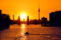 Berlin skyline bei Sonnenuntergang by topas images