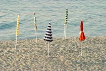 Sonnenschirme am Strand - Beach Umbrellas von kunertus