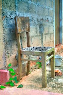 Stuhl und Kunst von Gina Koch