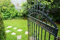 Remembrance Garden Gate von John Mitchell