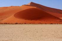 Sand Dune Curves by Aidan Moran