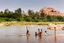 Kids bathing in the river, Hampi. by Tom Hanslien