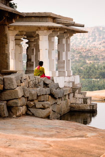 The Nandi Shrine ruins in Hampi. von Tom Hanslien