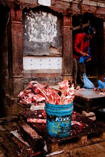 Abattoir in Bhaktapur, Nepal. von Tom Hanslien