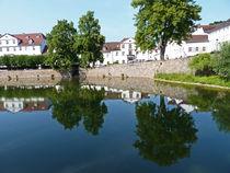 Spiegelungen - Uferpromenade in Bad Karlshafen, Hessen von Eva-Maria Di Bella