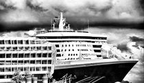 Queen Mary 2  by fraenks