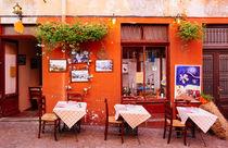 Nettes kleines Straßencafe in Luino Italien by Matthias Hauser