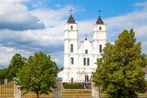 Weiße Kirche in Lettland by Gina Koch