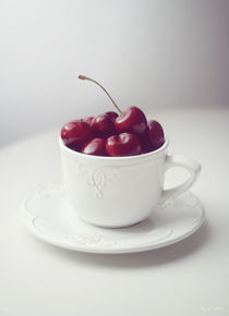 Cup-of-cherries-still-life