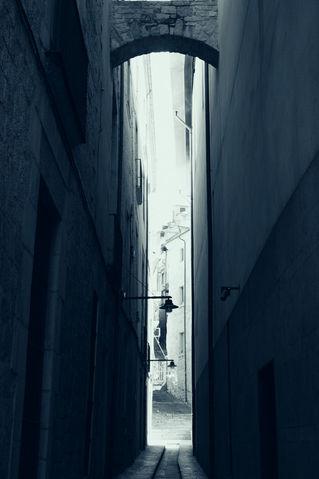 Street-girona-monochrome