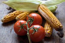 Tomatoe-corn-stillife