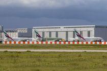Lineup of Emirates Airbus A380 von kunertus