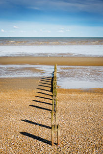 Greatstone Beach Symmetry. von Tom Hanslien