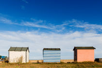 Three huts on the beach. von Tom Hanslien
