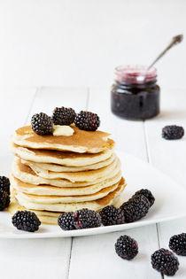American pancakes with blackberry von daughter